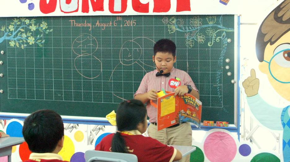 Học sinh tập làm giáo viên