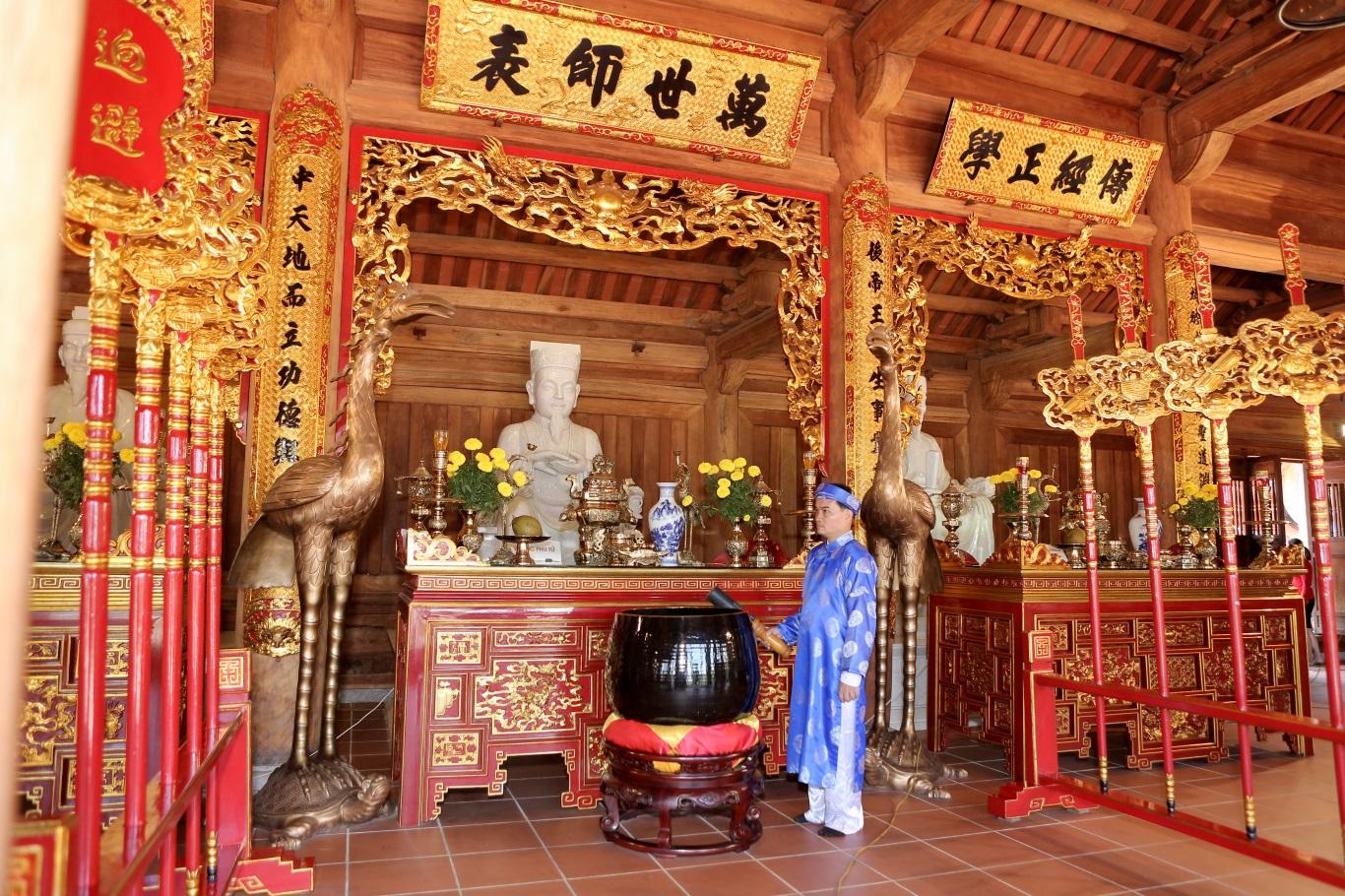 """""""Lễ dâng hương - nét đặc sắc trong giáo dục truyền thống của Trường Quốc tế Á Châu"""" - trải nghiệm hè thú vị của học sinh AHS"""