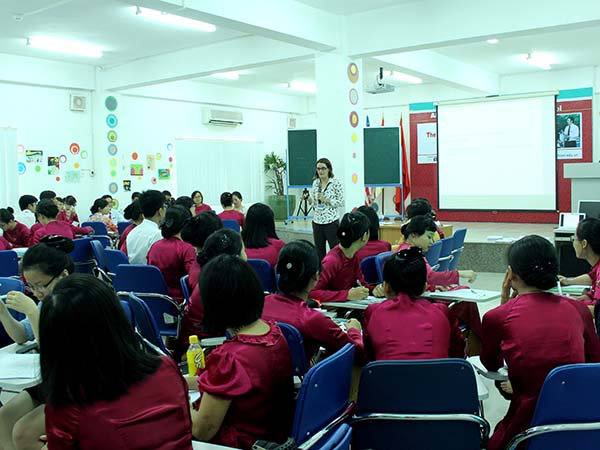 "TẬP HUẤN GIÁO VIÊN TRỢ GIẢNG 2014 <br>""Bring your classroom to life""<img src='/App_Themes/Default/Images/iconnew.gif' alt='' />"